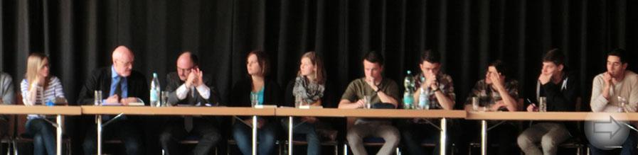 Schüler diskutieren mit Experten aus Politik und Wissenschaft