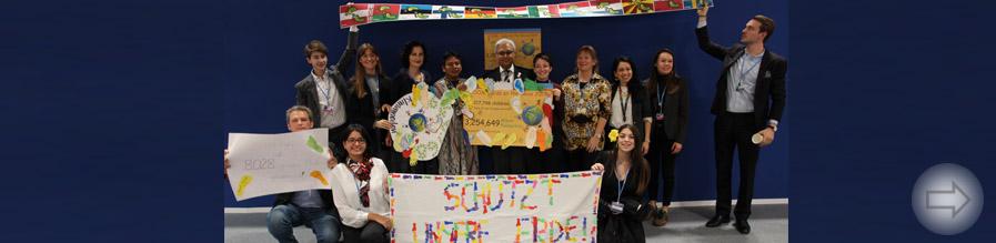 Übergabe unserer Kindermeilen bei der Klimakonferenz in Madrid